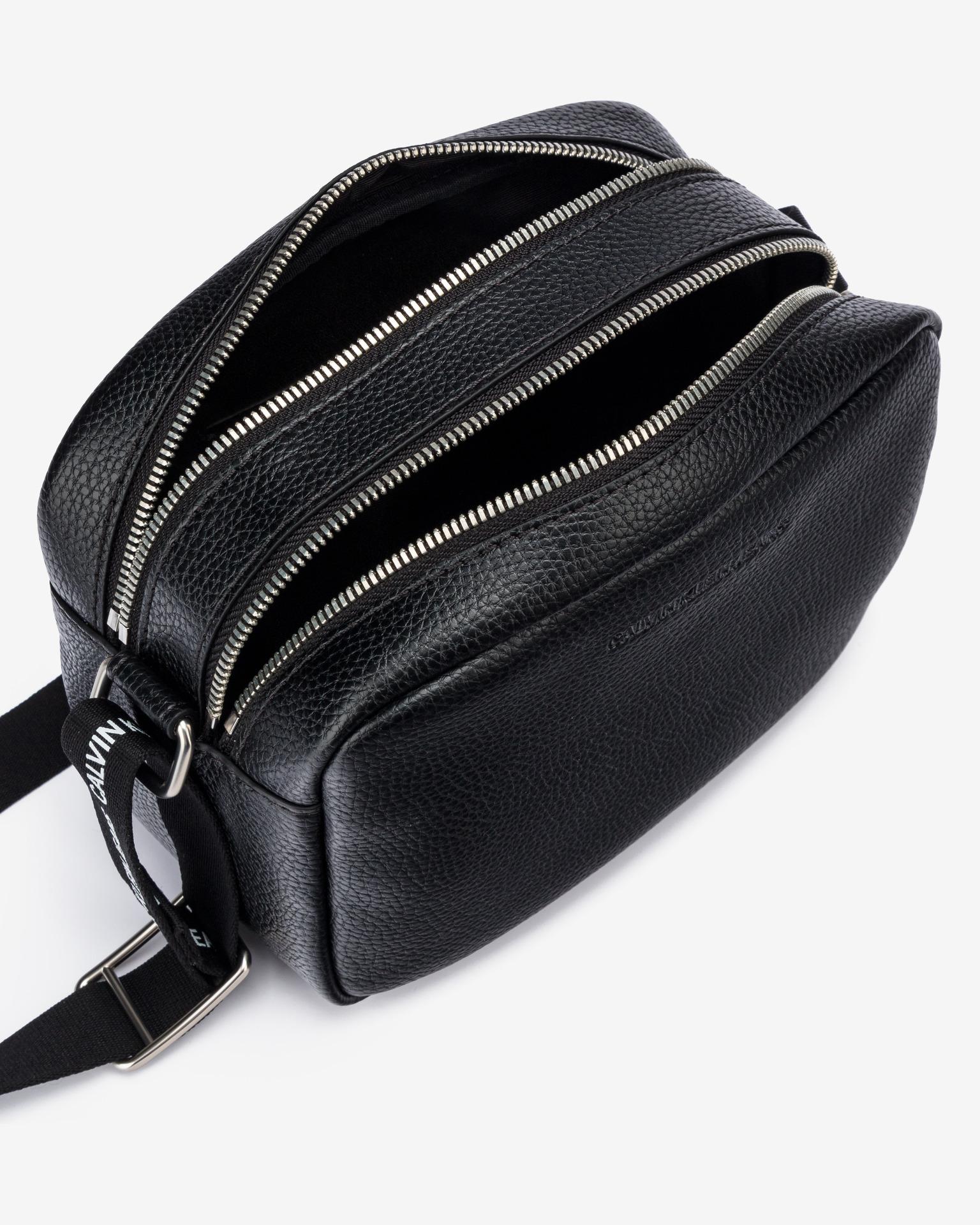 Calvin Klein nero crossbody borsa Double Zip Camera
