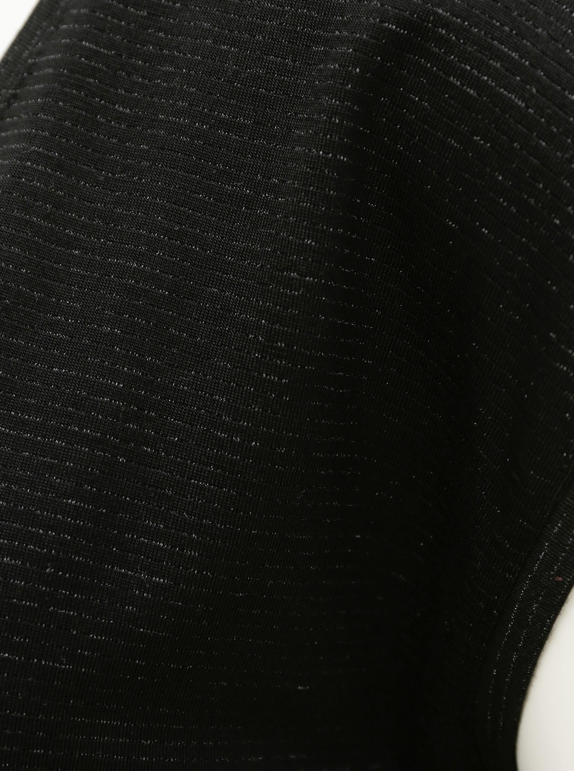 T-shirt nera con pezzi di fibre metalliche
